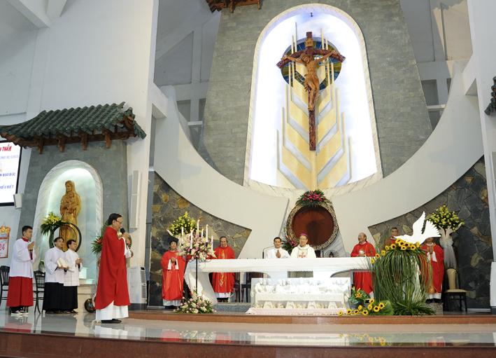 Gx TTS: Thánh lễ Ban Bí Tích Thêm Sức Và Rước Lễ Lần Đầu 2017